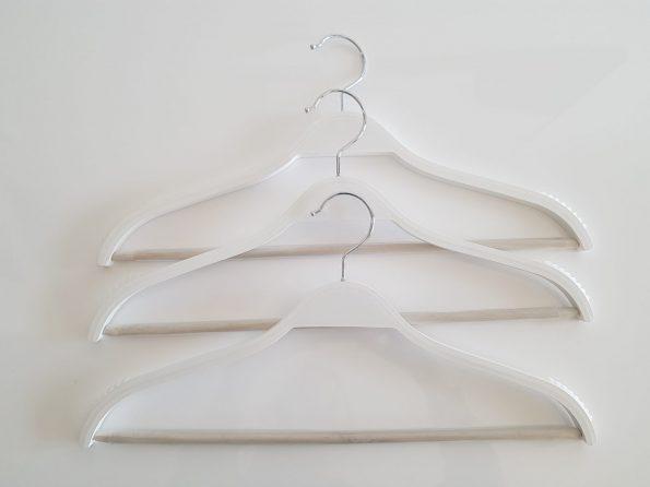 perchas-madera-blanca-finas-ordenotucasa-11